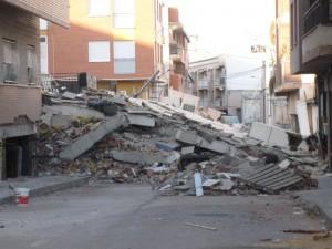 Edificio completamente colapsado durante el terremoto de 5.1