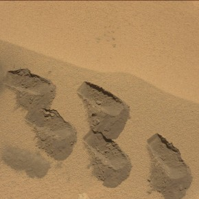 Imagen de la toma de muestras realizada en Rocknest por el Curiosity. NASA/JPL/MSSS.