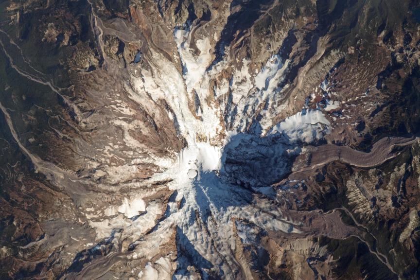El Monte Rainier desde la Estación Espacial Internacional el 22 de octubre de 2018. NASA.