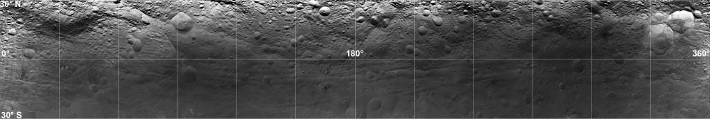 Imagen proyectada de la región ecuatorial de Vesta. NASA/JPL-Caltech/UCLA/MPS/DLR/IDA.