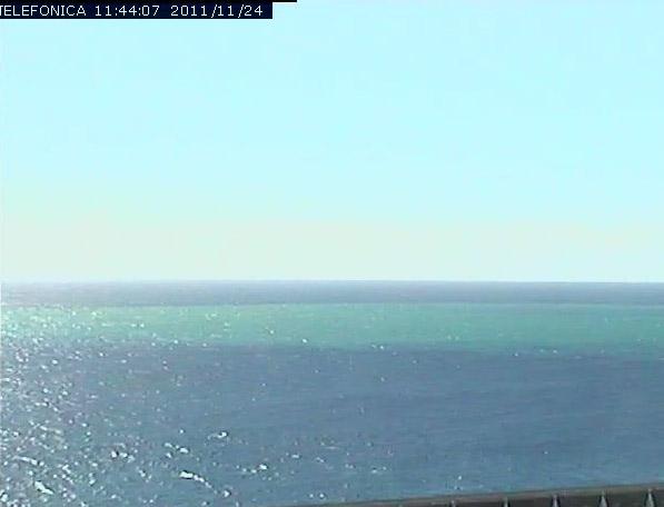 Imagen de la webcam de La Restinga mirando a la zona de la mancha a las 11.45 GMT del 24 de Noviembre de 2011. Telefónica.