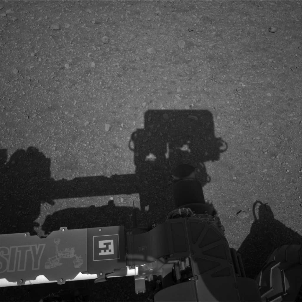 Imagen de la cámara de navegación izquierda A, mirando la sombra del Curiosity. NASA/JPL-Caltech .