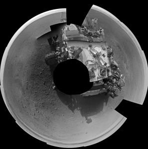 Panorama creado a partir de las primeras 27 imágenes completas de la Navcam izquierda. NASA/JPL-Caltech