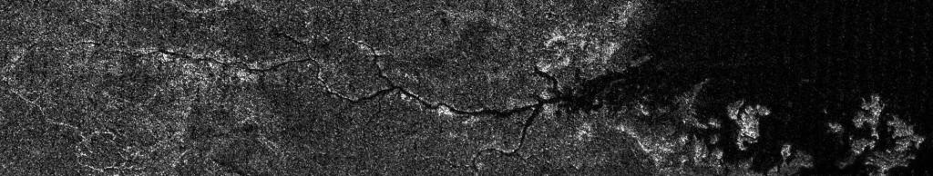 """El """"Nilo"""" de Titán, desembocando en Ligeia Mare. NASA/JPL-Caltech/ASI."""