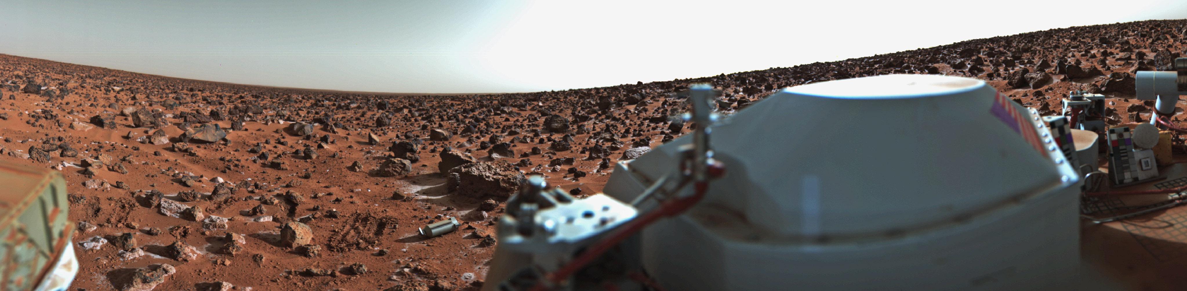 La superficie de Marte, parcialmente cubierta por escarcha, fotografiada por la Viking 2.