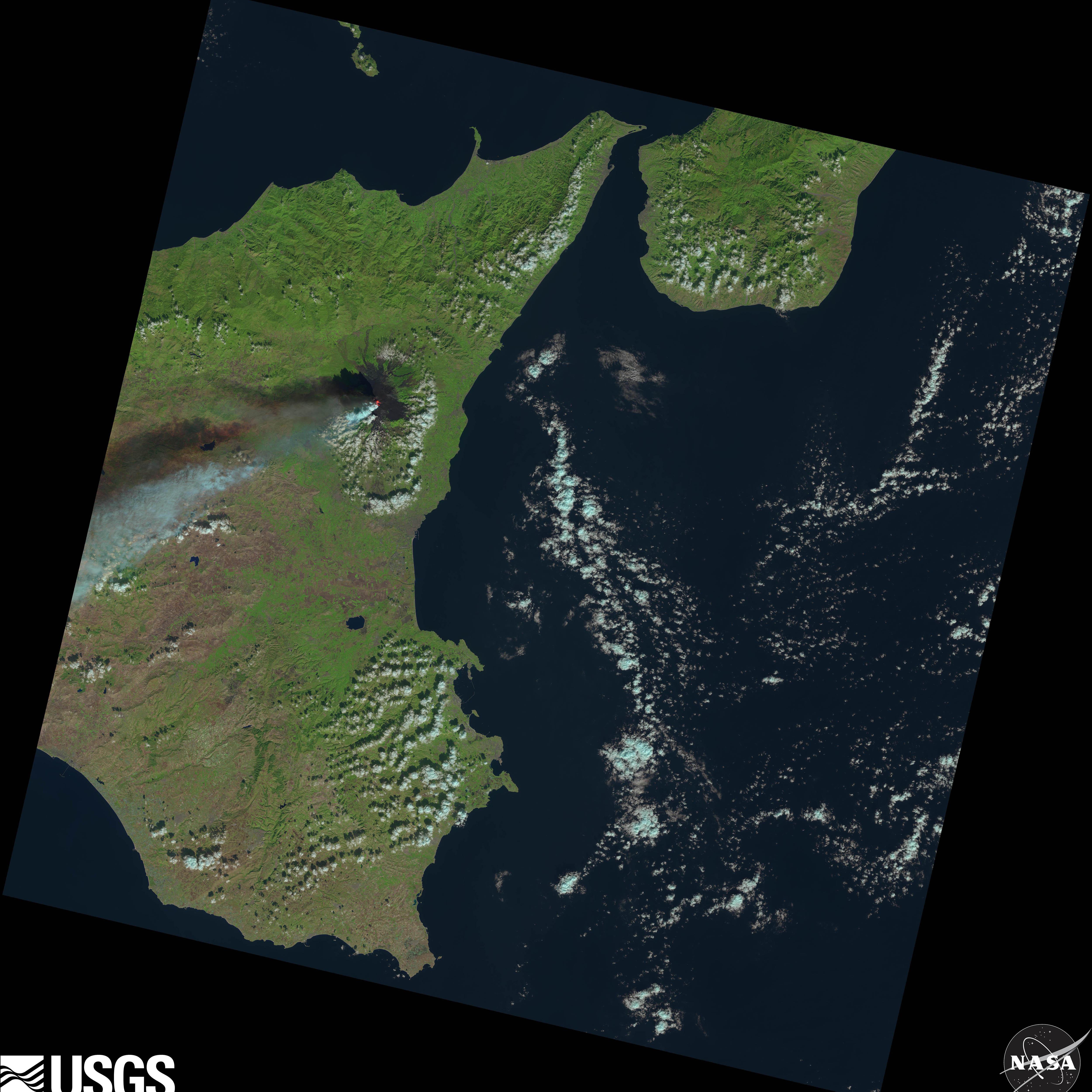 El Etna desde el Landsat 8, también el día 26.NASA/USGS.