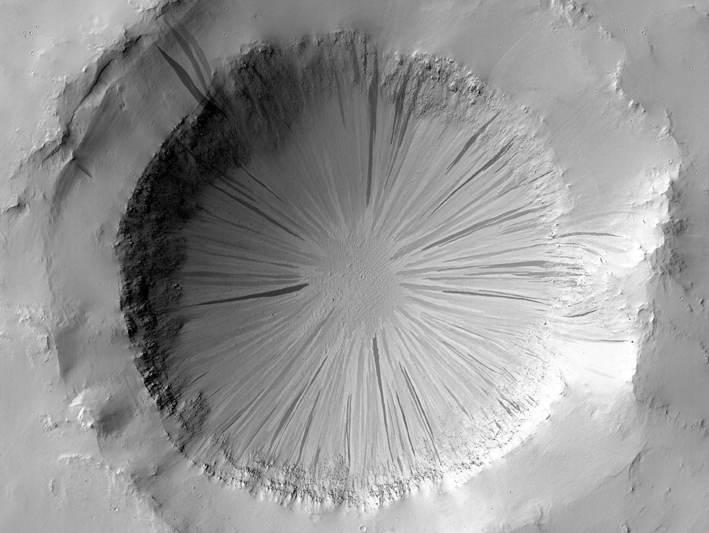 Un cráter en Marte. HiRISE/UA/NASA/JPL.