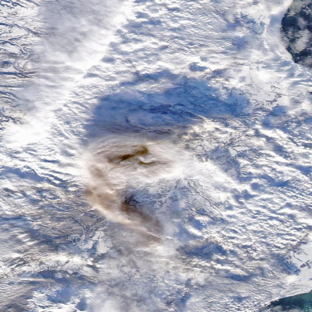 El Shiveluch, captado por el satélite Aqua el día 7 de Diciembre. NASA.