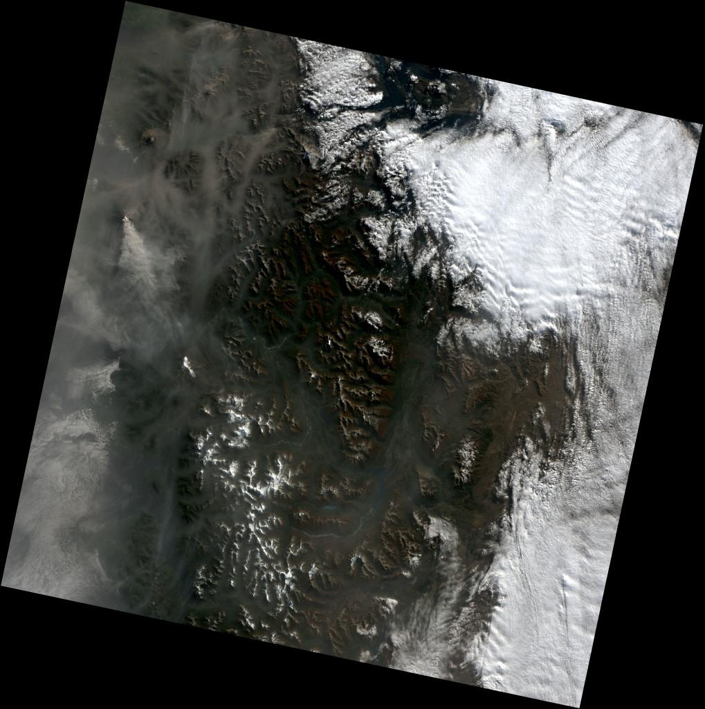 Imagen tomada por el Landsat 8 de la zona de Chile donde se encuentra Calbuco el pasado 27 de Abril de 2015, ya tras la erupción. NASA.