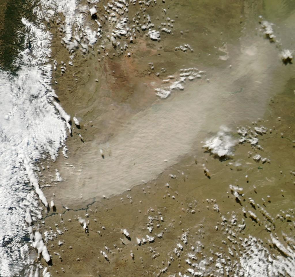 El pasado 3 de Mayo, la ceniza removilizada por el viento cubre la provincia del Neuquén, en Argentina, llegando a cubrir hasta su capital. NASA.