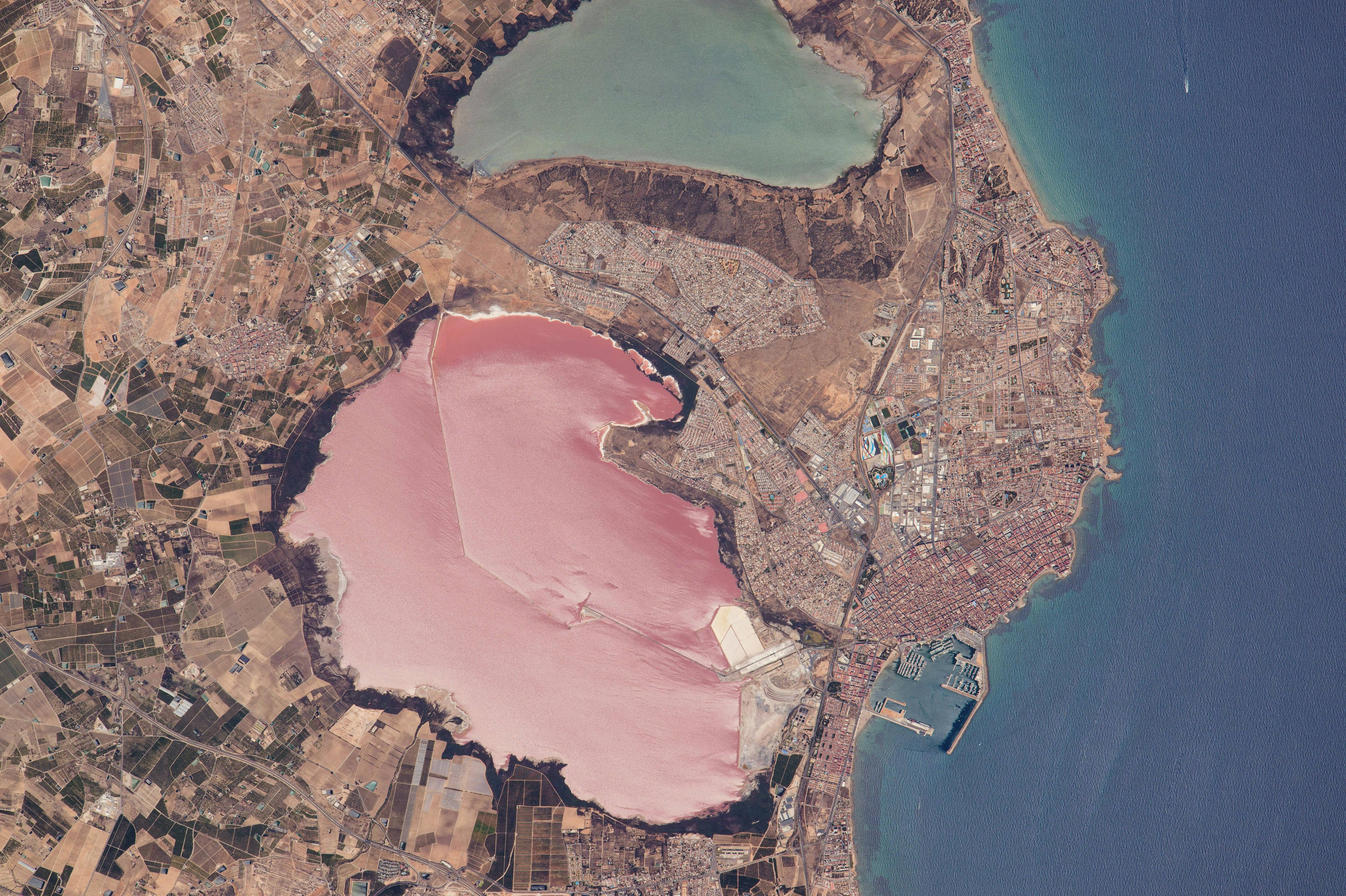 Torrevieja, fotografiada desde la Estación Espacial Internacional el pasado día 20 de Junio de 2015. NASA.