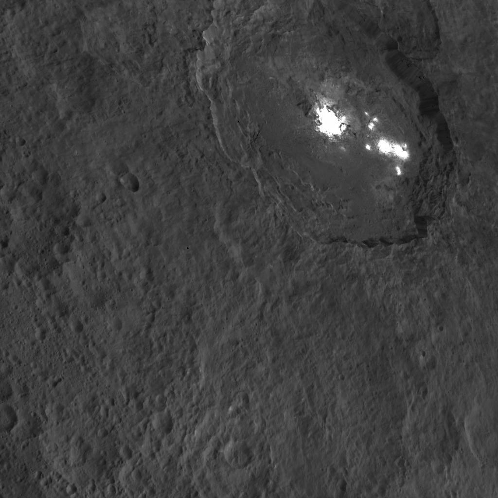 Esta imagen del cráter Occator fue tomada por la Dawn el pasado 18 de Octubre de 2015 desde una distancia de 1470 kilómetros. NASA/JPL-Caltech/UCLA/MPS/DLR/IDA.