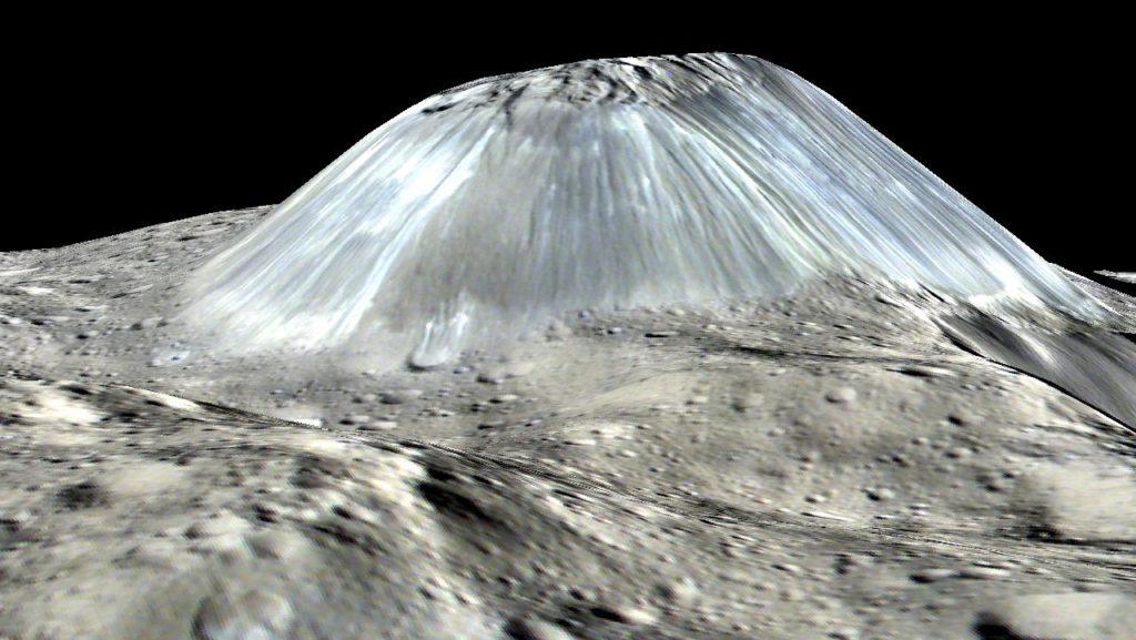 """Representación en 3D de Ahuna Mons, tal y como se vería """"de lado"""". NASA/JPL-Caltech/UCLA/MPS/DLR/IDA."""