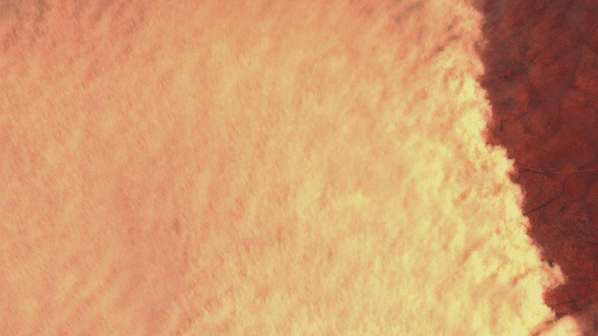 Otra vista de la tormenta de polvo, también tomada ayer día 11 de enero por el satélite Sentinel 2 del Programa Copernicus de la ESA y donde se puede apreciar la gran densidad de la tormenta de polvo, que la hace totalmente opaca y no nos deja ver la superficie que hay debajo. ESA.